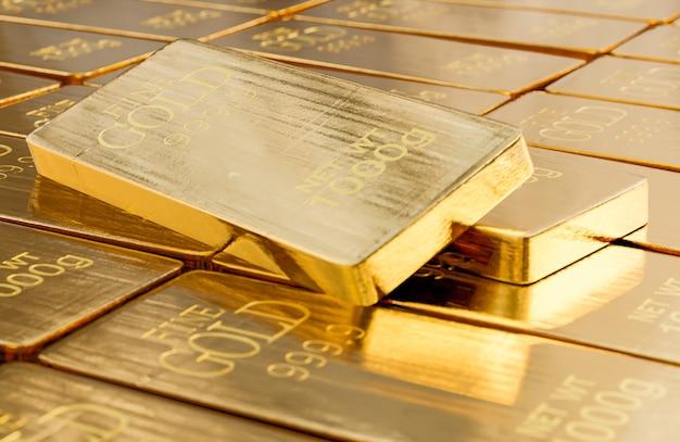 Pilha de barras de ouro close-up de peso de 1000 gramas., conceito de sucesso nos negócios e finanças., modelo 3d e ilustração.