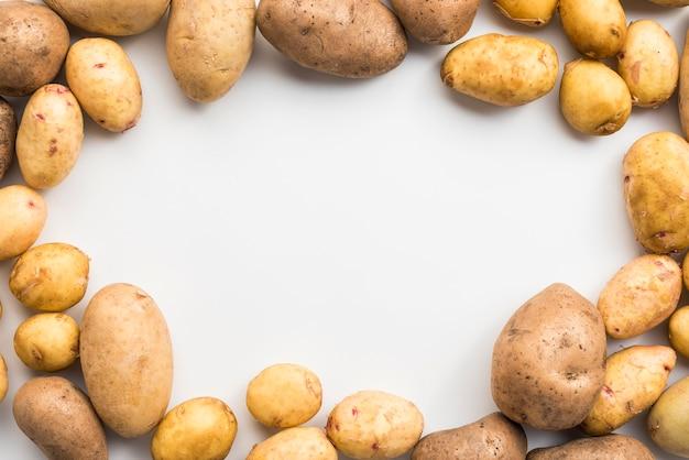 Pilha de batatas com espaço para cópia