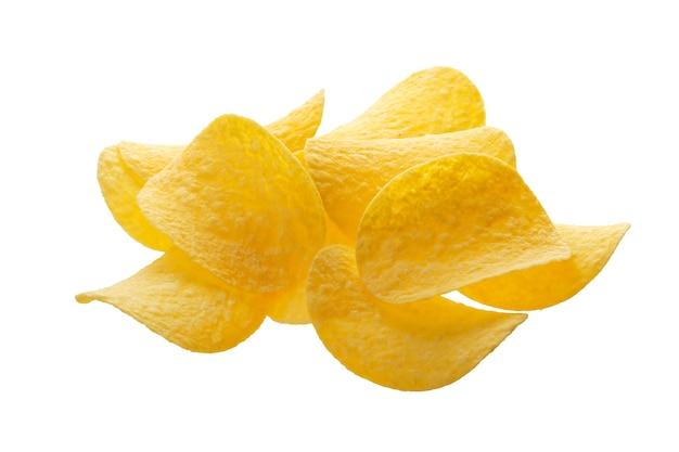 Pilha de batatas fritas isolado no fundo branco