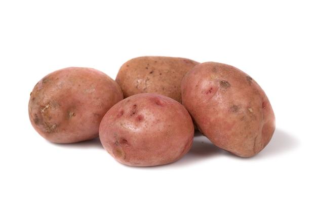 Pilha de batatas isolada no fundo branco
