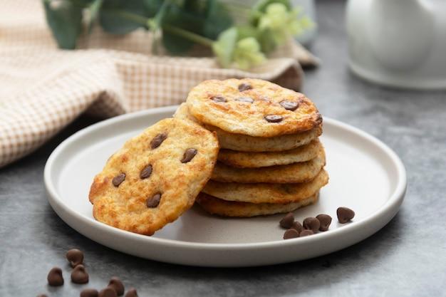 Pilha de biscoitos de chocolate