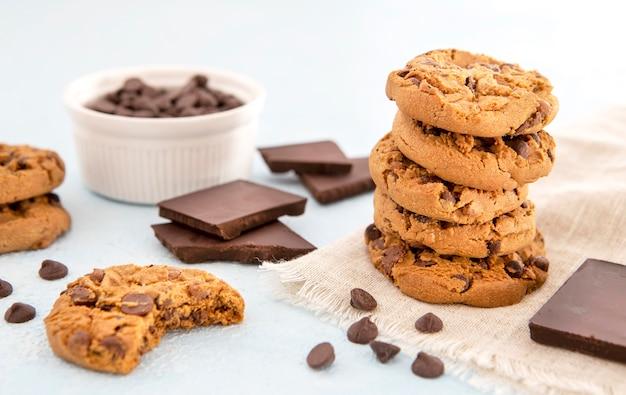 Pilha de biscoitos de frente
