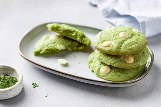 Pilha de biscoitos matcha de chá verde