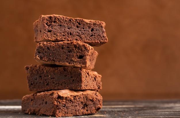Pilha de brownies de cacau
