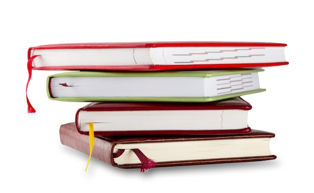 Pilha de cadernos com marcadores
