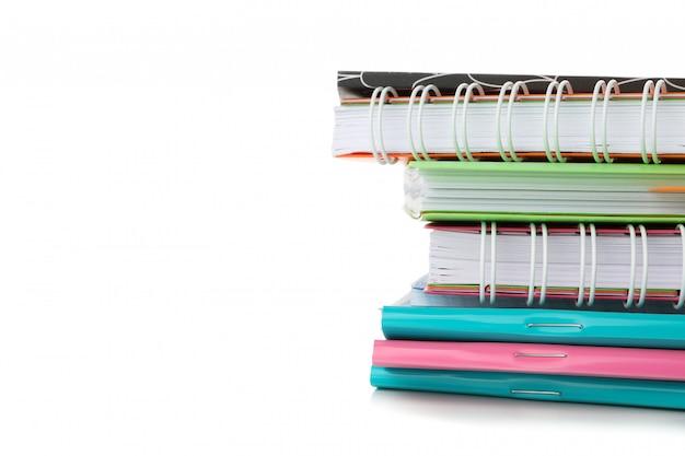 Pilha de cadernos isolados