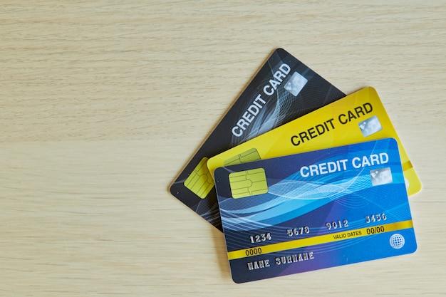 Pilha de cartões de crédito bancário de plástico