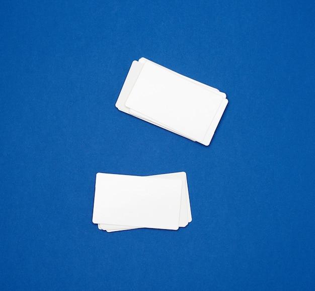 Pilha de cartões de visita retangulares em branco