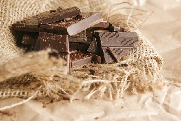 Pilha de chocolate escuro