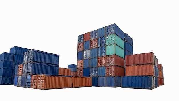 Pilha de contêineres de envio em isolet de fundo branco para transporte de carga