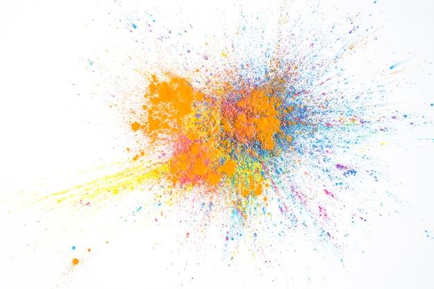 Pilha de cores secas amarelas, rosa, laranja e azuis