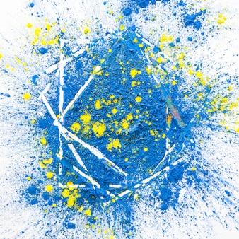 Pilha de cores secas brilhantes azuis e amarelas