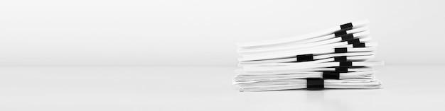 Pilha de documentos em papel de relatório para mesa de negócios, papéis de negócios para arquivos de relatórios anuais.