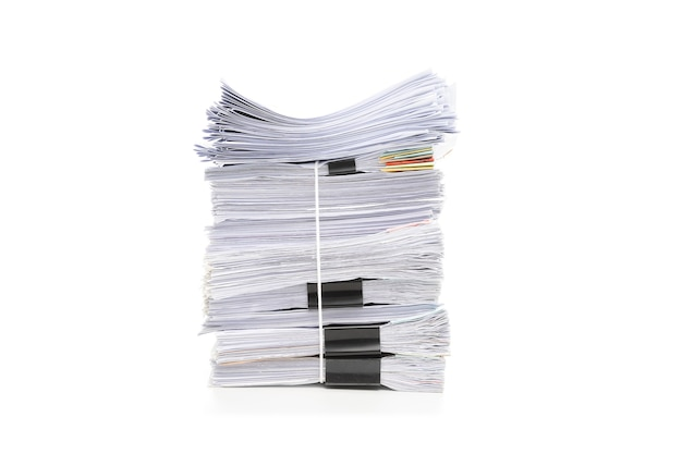 Pilha de documentos isolados no branco. pilha de documentos.