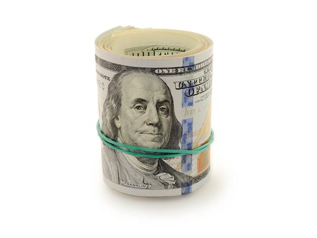 Pilha de dólares do dinheiro limitados pelo elástico.
