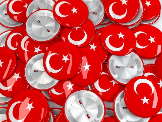 Pilha de emblemas de botão com bandeira da turquia. renderização 3d realista