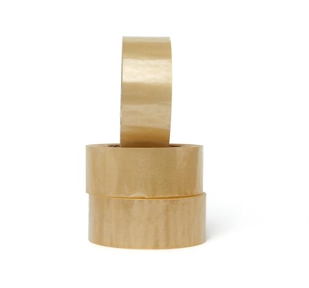 Pilha de fita adesiva transparente em enrolamento redondo isolado