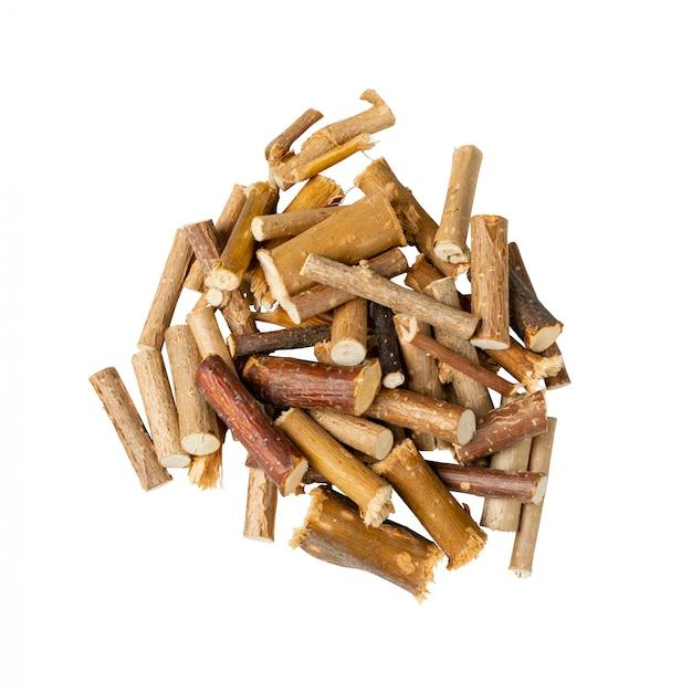 Pilha de galhos de salgueiro seco, galho e galhos de árvores de folha caduca