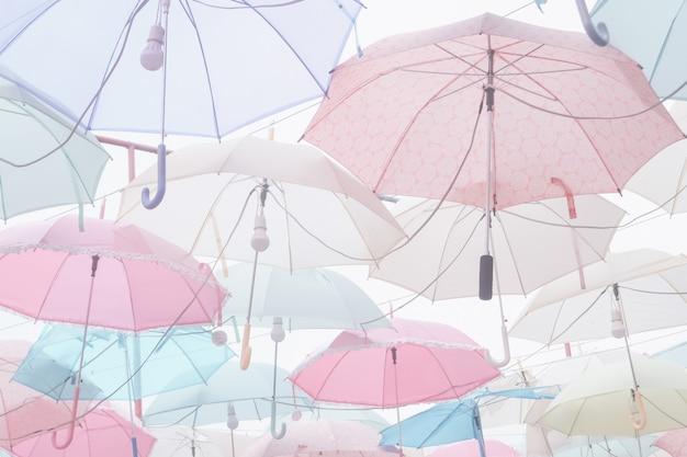 Pilha de guarda-chuva pastel