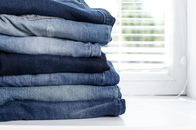 Pilha de jeans