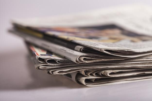 Pilha de jornais, close-up
