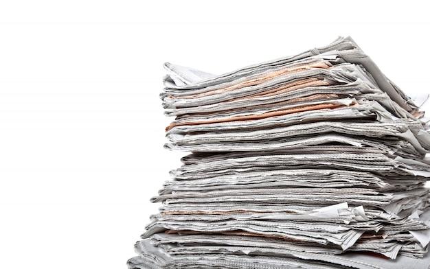 Pilha de jornais diários