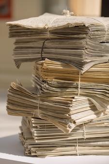 Pilha de jornais velhos