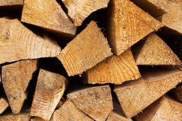 Pilha de lenha como pano de fundo de madeira