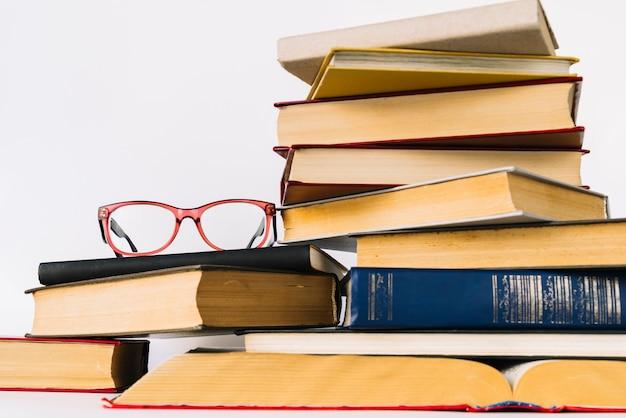 Pilha de livro de visão frontal