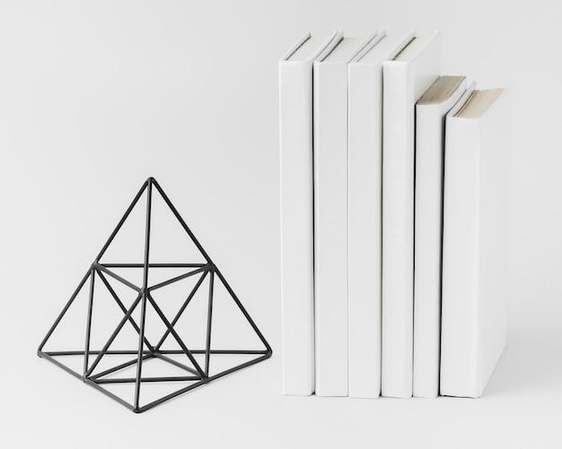 Pilha de livros com ornamento 3d