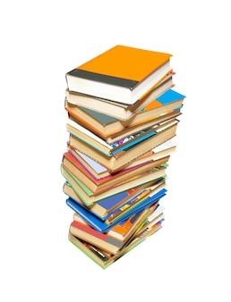 Pilha de livros isolados no branco.