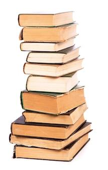 Pilha de livros isolados no fundo branco.