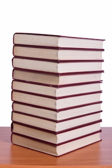 Pilha de livros organizados na mesa do escritório Foto Premium