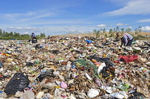 Pilha de lixo doméstico na tailândia.