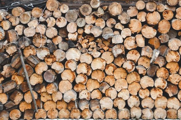 Pilha de madeira pronta para o inverno