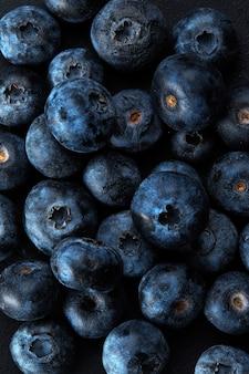 Pilha de mirtilos antioxidantes naturais frescos, macro detalhada close-up