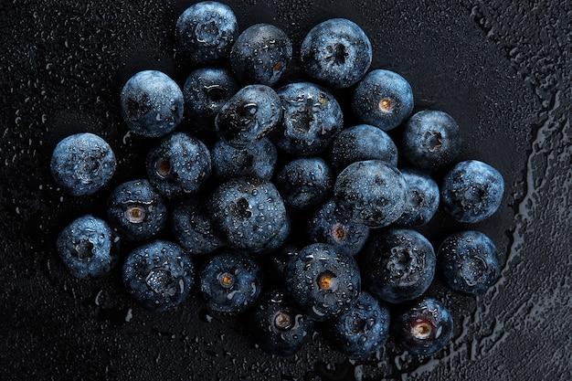Pilha de mirtilos antioxidantes naturais frescos, macro detalhada close-up.