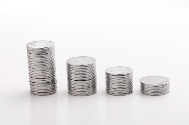 Pilha de moeda indiana em moedas