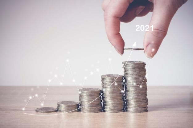 Pilha de moedas. conceito de economia de dinheiro, financeiro. poupança de dinheiro e receitas ideias de investimento e gestão financeira para o futuro. fechar-se. conceito de crescimento do negócio. risco financeiro