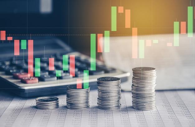 Pilha de moedas de dinheiro com conceito de investimento financeiro de gráfico comercial pode ser usada como pano de fundo