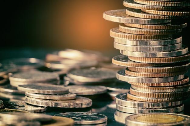Pilha de moedas de tailândia