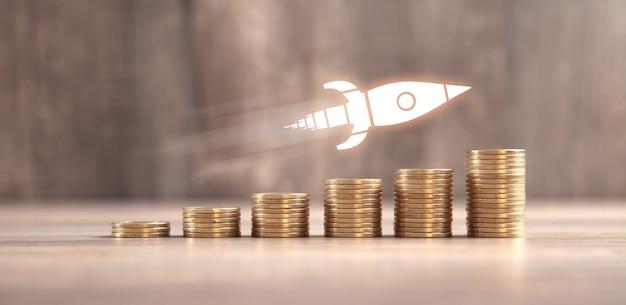 Pilha de moedas e foguete. conceito de crescimento. investimento. sucesso