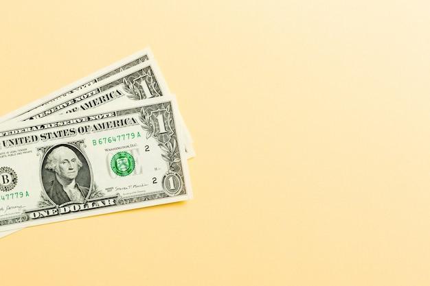Pilha de notas de 1 dólar