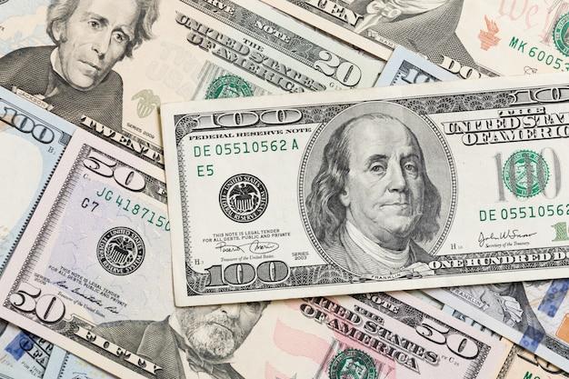 Pilha de notas de dólar, dinheiro. vista superior de negócios sobre fundo copyspace
