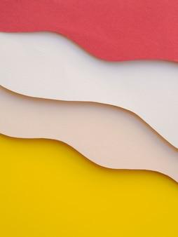 Pilha de ondas de papel abstrato colorido
