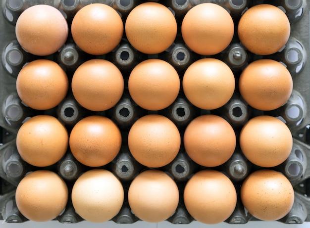 Pilha de plástico preto de bandeja de ovo