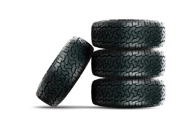 Pilha de pneus de carro de 4 rodas com roda de liga leve isolada no fundo branco