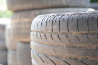 Pilha de pneus, pneus