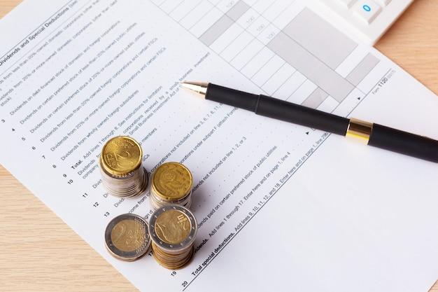 Pilha de poupança inventa o conceito de dinheiro. gráfico, documento gráfico close-up