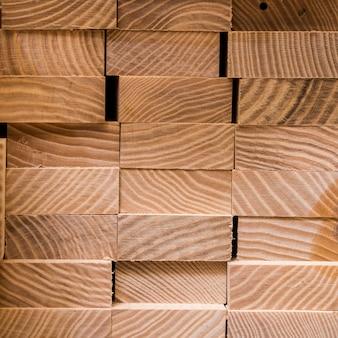 Pilha de pranchas quadradas de madeira para materiais de mobiliário